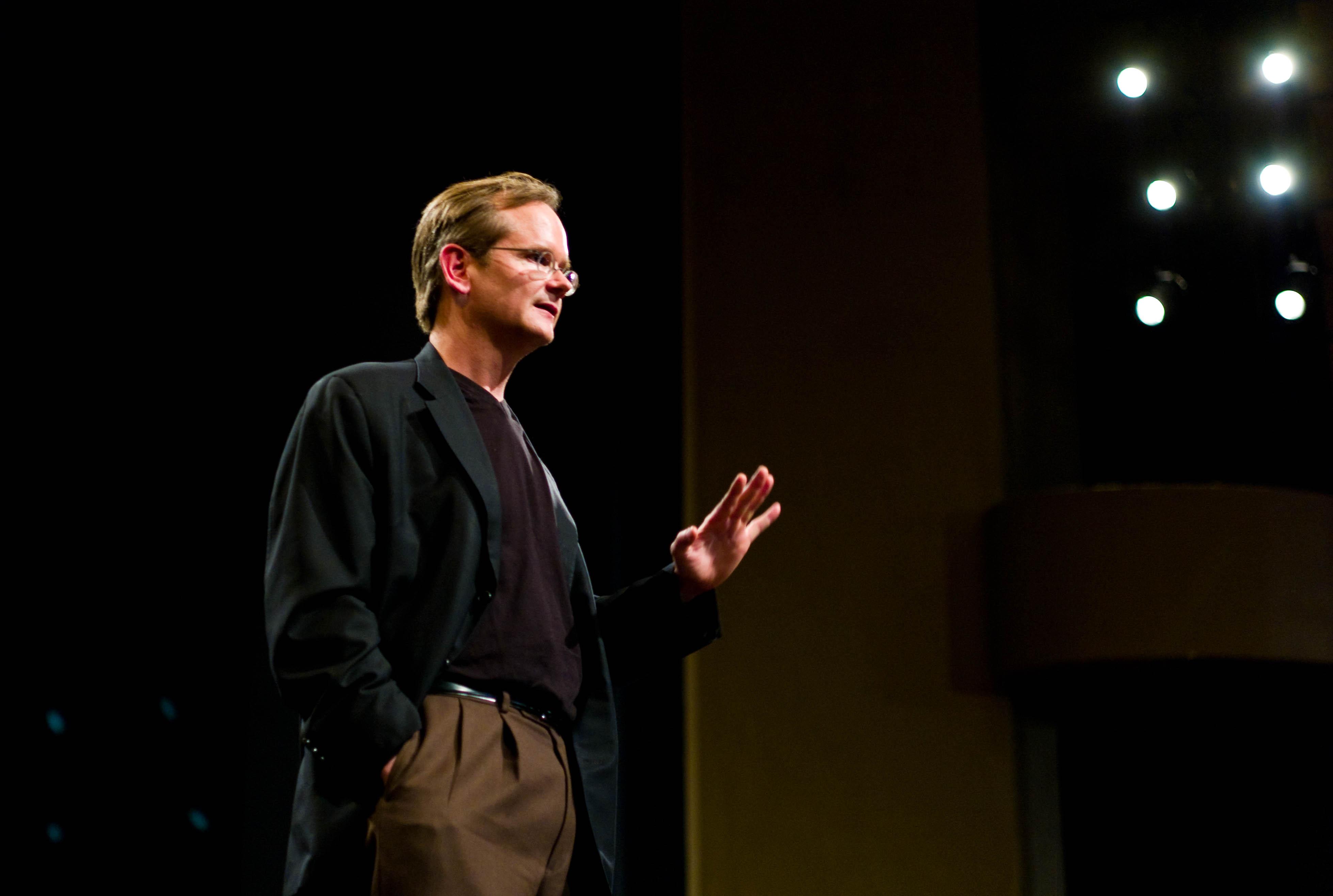 Larry Lessig lance une sorte campagne de crowdfunding pour financer son Super PAC pour la démocratie