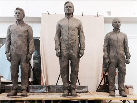 statue julian assange