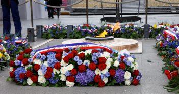 La flamme de la Tombe-du-Soldat-inconnu sous l'Arc de Triomphe